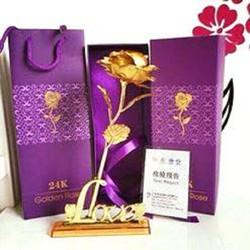 Hoa hồng mạ vàng 24k kèm chữ Love tặng ngày sự kiện