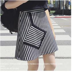 Váy chữ A phối đen trắng