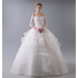 Áo cưới xòe, trễ vai, có tay con và tay lửng lưới ren mỏng dịu dàng