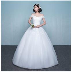 Váy cưới sang trọng, tùng xòe tự nhiên, đính cườm trên ren nổi bật