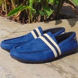 giày lười da lộn xanh có quai