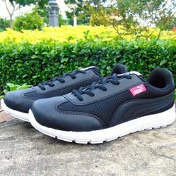 giày thể thao đen vân đen