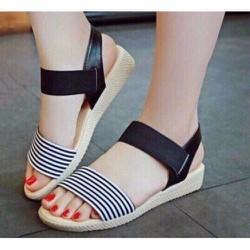 sandals thiết kế kiểu dáng thời trang