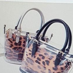 Túi xách nữ thiết kế đẹp mắt, phong cách trẻ trung cá tính.