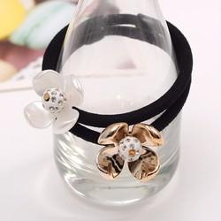 Cột tóc bông hoa nhụy hạt châu