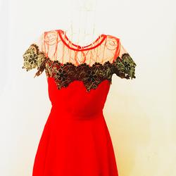Đầm cổ lưới pha ren ,màu đỏ