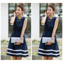 Đầm xoè thiết kế sọc phối màu