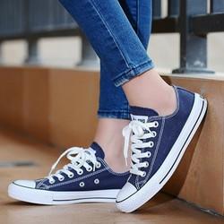 Giày sneaker nữ màu xanh navy, phong cách thời trang
