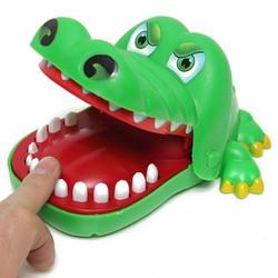 Cá sấu cắn tay chơi đỏ đen