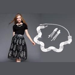 Bộ trang sức dây chuyền đính hạt và hoa tai