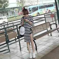 Áo thun sọc đen trắng form dài xẻ tà