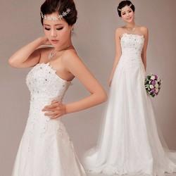 Váy cưới dáng A, cúp ngực thân ren có đính đá