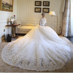 Váy cưới đuôi dài trắng cao cấp, trễ vai, ren 3D - M571