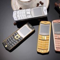 Điện thoại V3RTU A8 thể hiện đẳng cấp phái mạnh+ bao da, pin dự phòng