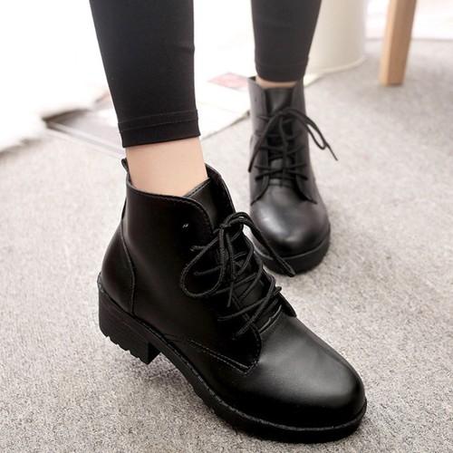 Boot nữ đế trệt cột dây cá tính màu đen