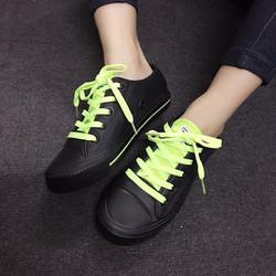 Giày sneaker nhựa màu đen dây xanh lá N65