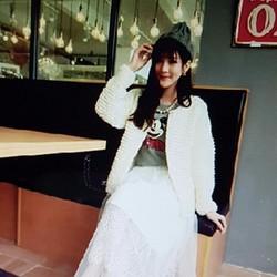 Váy ren nữ thiết kế đẹp mắt, phong cách trẻ trung.