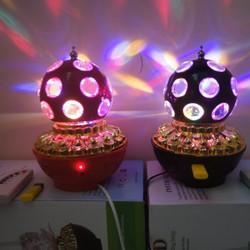 Đèn LED cầu xoay 7 màu MP3 D70