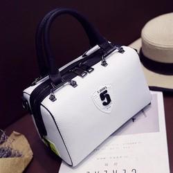 Túi xách hộp chữ nhật kiểu dáng lạ mắt
