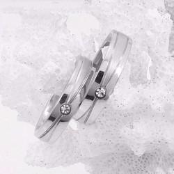 Nhẫn cặp inox xọc xéo đính đá đẹp giá rẻ - N016