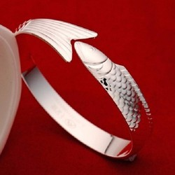 Vòng bạc đeo tay hình cá
