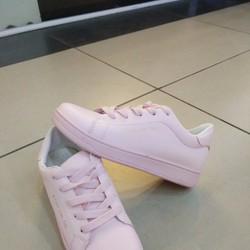 Giày thể thao nữ trẻ trung, năng động