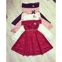 Đầm ren xoè bẹt vai