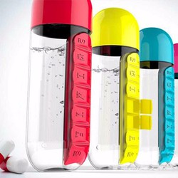 Bình nước kết hợp hộp đựng thuốc vô cùng tiện lợi