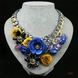 vòng cổ hoa hồng pha lê