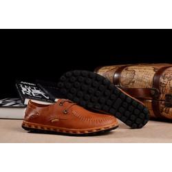 Giày được thiết kế bằng các mũi kim bền chắc đẹp mới nhất hiện nay