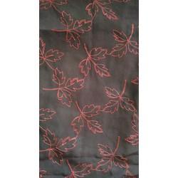 Đầm đen hai dây họa tiết lá đỏ còn mới