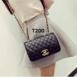 Túi xách đeo chéo logo nổi ,dây da phối xích vàng -T200