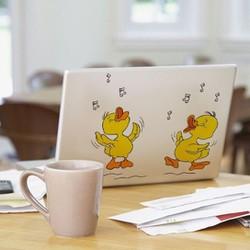 Sticker dán laptop, toilet... chú vịt vui vẻ