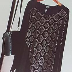 Áo thun nữ kiểu dáng cá tính, phong cách sành điệu.