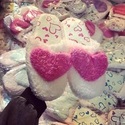 dép lông hình trái tim