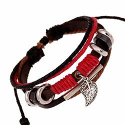 Vòng đeo tay da đỏ gắn biểu tượng chiếc lá