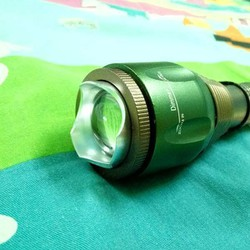 Đèn pin siêu sáng có zoom