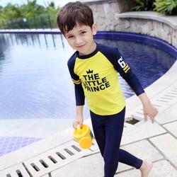 Bộ bơi bé trai dài vàng chữ ngực