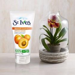 Sữa Rửa Mặt Tẩy Tế Bào Chết ST.Ives hương mơ