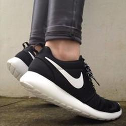 Giày chạy thể thao sneaker Roshe đen trắng, nữ, mới