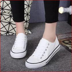 Giày sneaker cổ thấp
