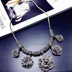 Dây chuyền hoa hồng xám bạc