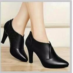 Giày bốt cổ thấp B004 màu đen