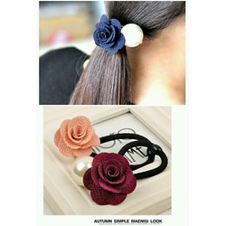Cột tóc hoa hồng