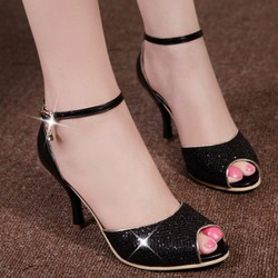 Giày cao gót hở mũi khóa đá