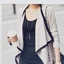 Áo khoác nữ kiểu dáng cá tính, phong cách sành điệu.