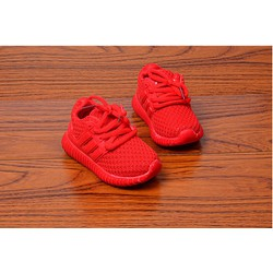 Giày thể thao đỏ