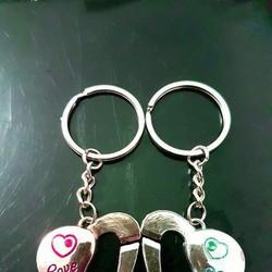 Móc khóa cặp 2 trái tim lồng vào nhau kèm hộp quà tặng trái tim