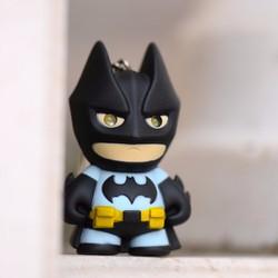 Móc khóa người dơi Batman phát sáng