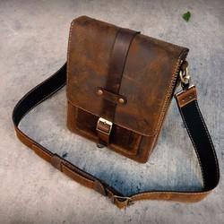 Túi đeo chéo handmade đựng ipad da bò sáp.